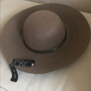New 100% Wool brown khaki david and young hat